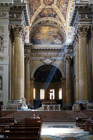Cattedrale di S. Pietro, interno.jpg
