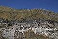 Celkový pohled na Vardzíu - panoramio.jpg