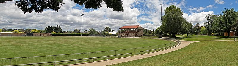 Stawell gift wikipedia central park stawell site of the stawell gift with the historic grandstand in centre frame the gift is run diagonally across the oval finishing to the negle Image collections