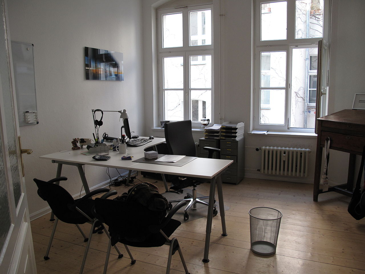 File chapters meeting 2011 in berlin office of the for Director office interior design
