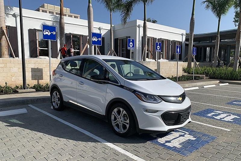 File:Chevrolet Bolt EV SDQ 02 2020 2456.jpg