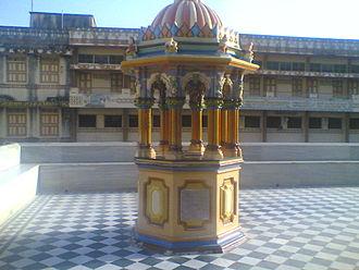 Shri Swaminarayan Mandir, Junagadh - Image: Chhatri of Lord Swaminarayan's Charanavind