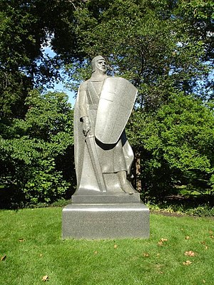 Victor Lawson - The Crusader by Lorado Taft marks Lawson's grave