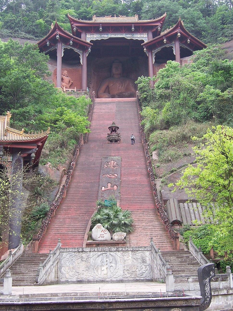China - Leshan 11 - Buddhist temple (135957571)