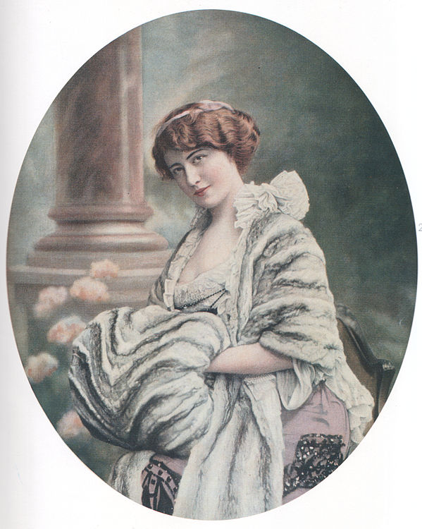 Jeanne Paquin design of 1903. Image via Wikipedia.