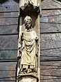 Clermont (60), église Saint-Samson, croisillon sud, portail, statue de saint Samson.jpg
