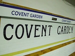 Covent Garden tube station - Signage on the platforms