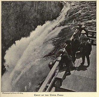 Yellowstone Falls - Image: Crestof The Upper Falls