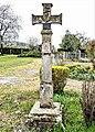 Croix ancienne à la sortie sud du village de Roye.jpg