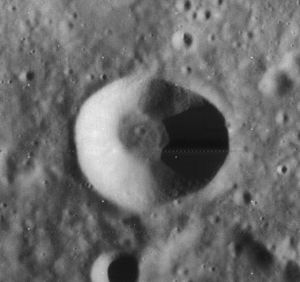 De Vico (crater) - Image: De Vico crater 4161 h 2