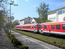 Deidesheim Bahnhof mit NW Zug.JPG
