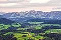 Der Sulzberg an der deutsch-österreichischen Grenze in den Abendstunden.jpg