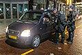 Dinsdagavond heeft de BE in Rotterdam in kleine groepjes gesurveilleerd om te controleren of mensen de avondklok respecteerden.jpg