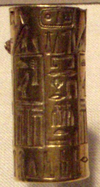 Archivo:DjedkareIsesi-GoldCylanderSeal MuseumOfFineArtsBoston.png