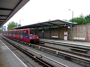 Mudchute DLR station - Image: Docklands Light Railway, Mudchute Station geograph.org.uk 1705921