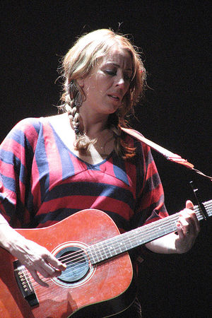 Donna Simpson - Donna Simpson performing with The Waifs on 18 May 2007 in Brisbane, Queensland.