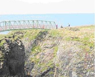 Dùn Èistean - A view of the bridge connecting Dùn Èistean to the mainland