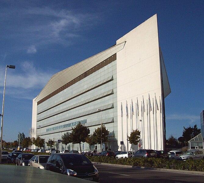 File:Edificio Apot (Campo de las Naciones, Madrid) 01.jpg