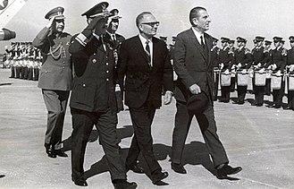 Edmundo Pérez Zujovic - Edmundo Pérez Zujovic (middle)