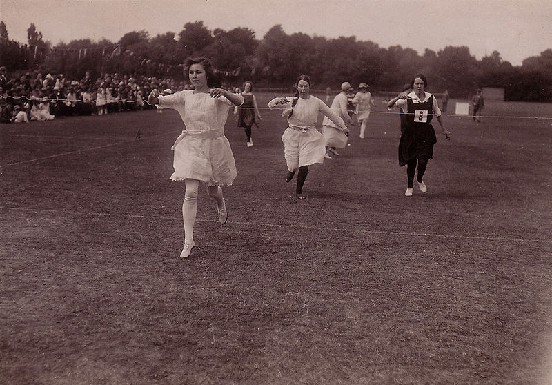 File:Egg-and-Spoon Race (Barratt's Photo Press).jpg