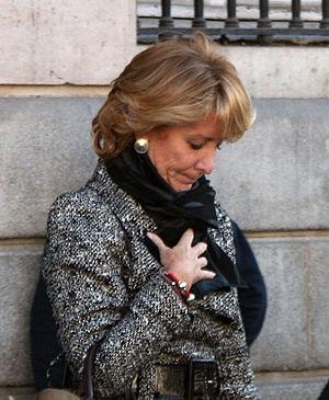 Español: Esperanza Aguirre en la Puerta del So...