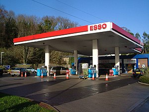 Colocation (business) - Colocation of an Esso petrol station and Tesco Express convenience store.
