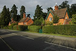 Estate cottages, Madresfield - geograph.org.uk - 996028.jpg