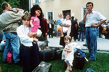 Refugees arrive in Travnik, central Bosnia, du...
