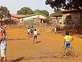 Filles des banlieurs de conakry au foot.jpg