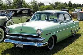 Ford sedan 1953 photographed in Essex.JPG