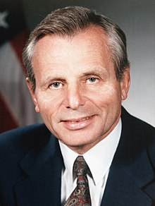 Frank Carlucci official portrait (cropped).jpg