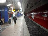 Frankfurt am Main- U-Bahnhof Eissporthalle- auf Bahnsteig Richtung Enkheim- Richtung Enkheim 12.12.2009.jpg