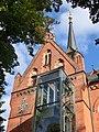 Friedenskirche Turm Kreuz Aufzug.JPG