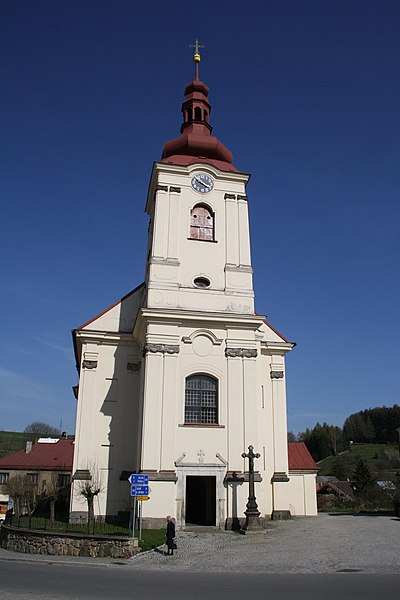 Soubor:Front view of church of Saint James the Greater in Brtnice, Jihlava District.jpg