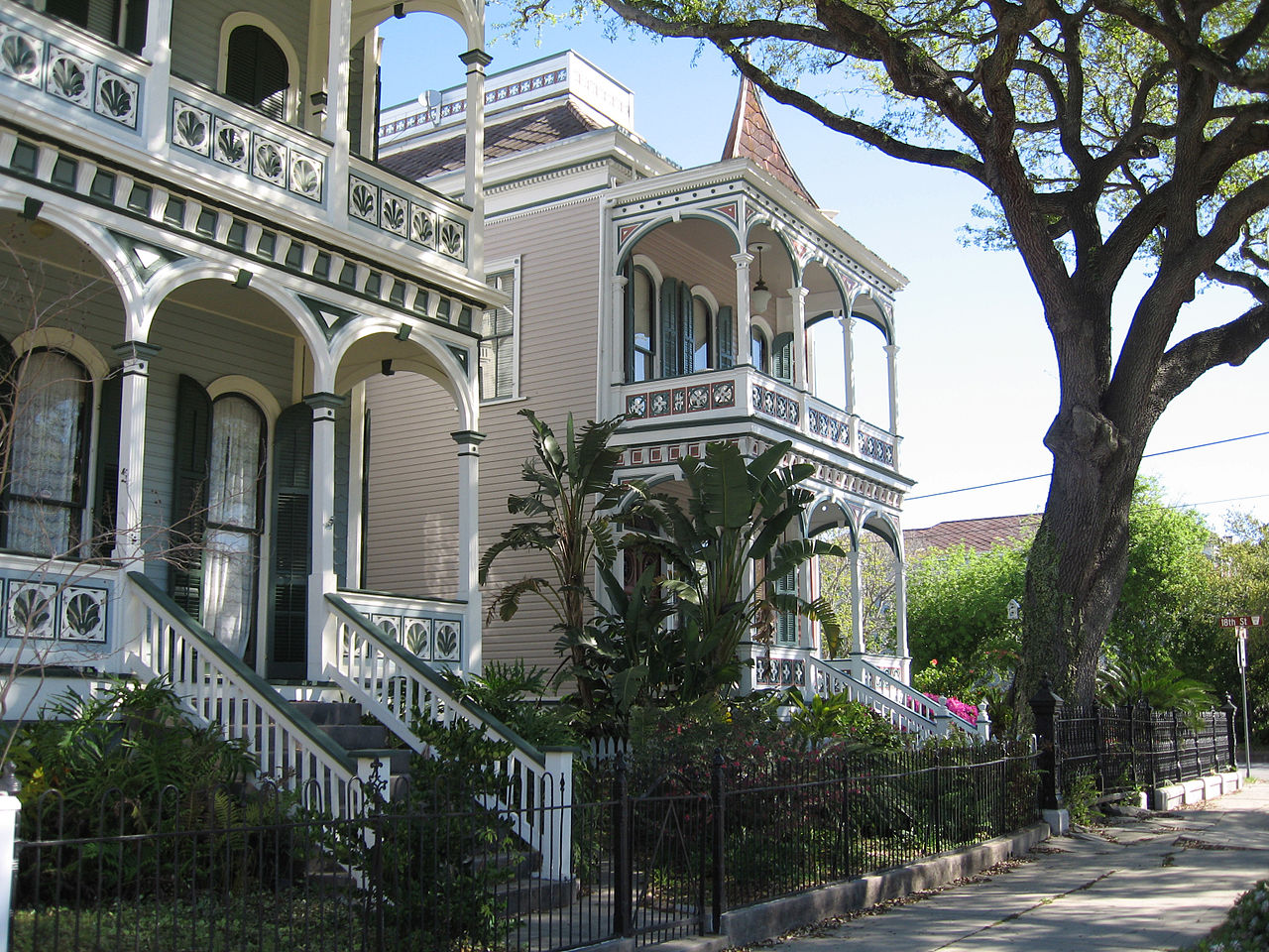 File galveston victorian homes post wikimedia for Victoria home builders