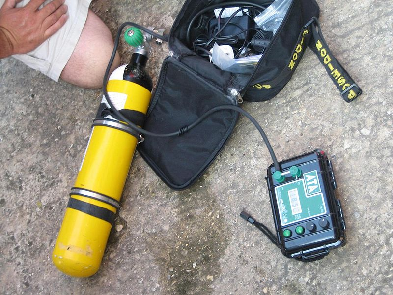 File:Gas blending oxygen and helium analyser.JPG