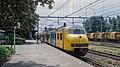 Geldermalsen Arriva Mat64 864 stoptrein Dordrecht (49784766182).jpg