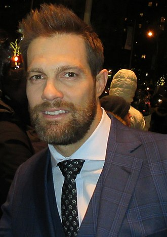 Geoff Stults - Image: Geoff Stults (2018 crop)
