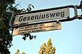 Geseiniusweg in Hannover, Straßenschild mit Legende Justus Gesenius 1601-1673, Generalsuperintendent des Fürstentums Calenberg und Konsistorialrat.jpg