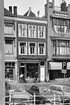 foto van Pand met lijstgevel. Tweede verdieping oorspronkelijk Empire-ramen