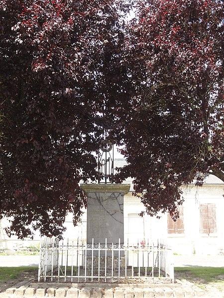 Goudelancourt-lès-Pierrepont (Aisne) monument aux morts avec sa croix