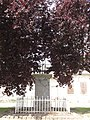 Goudelancourt-lès-Pierrepont (Aisne) monument aux morts avec sa croix.JPG