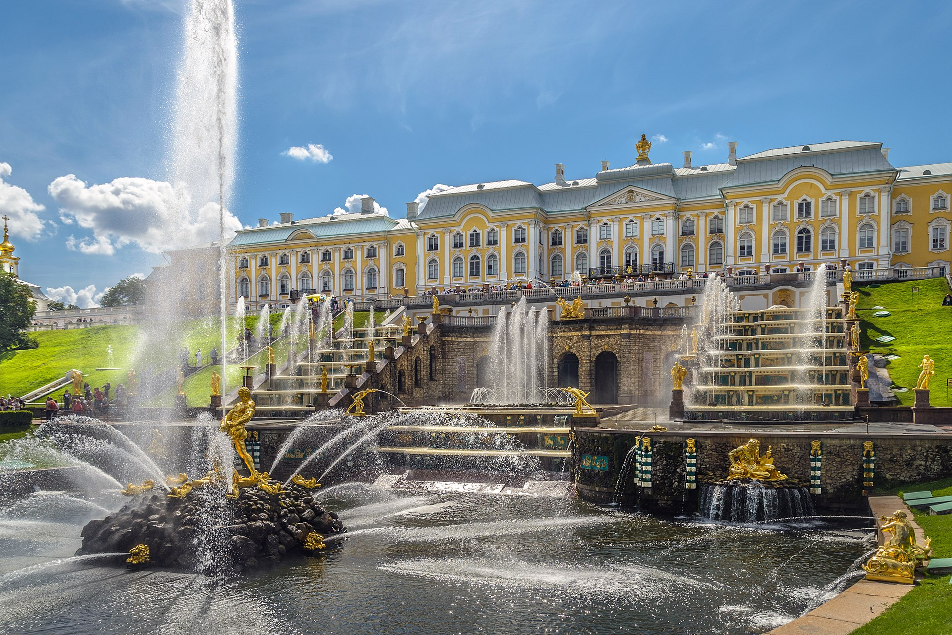 [Obrazek: 1920px-Grand_Cascade_in_Peterhof_01.jpg]