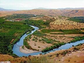 Erbil yakınında Büyük Zap Nehri'nin görünümü