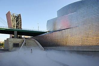 Fujiko Nakaya - Image: Guggenheim Museum Bilbao fog installation