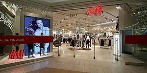 H&M - Image: H&M Costanera Center