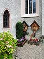 Hallstatt - Pfarrkirche Maria Himmelfahrt Gräber.jpg