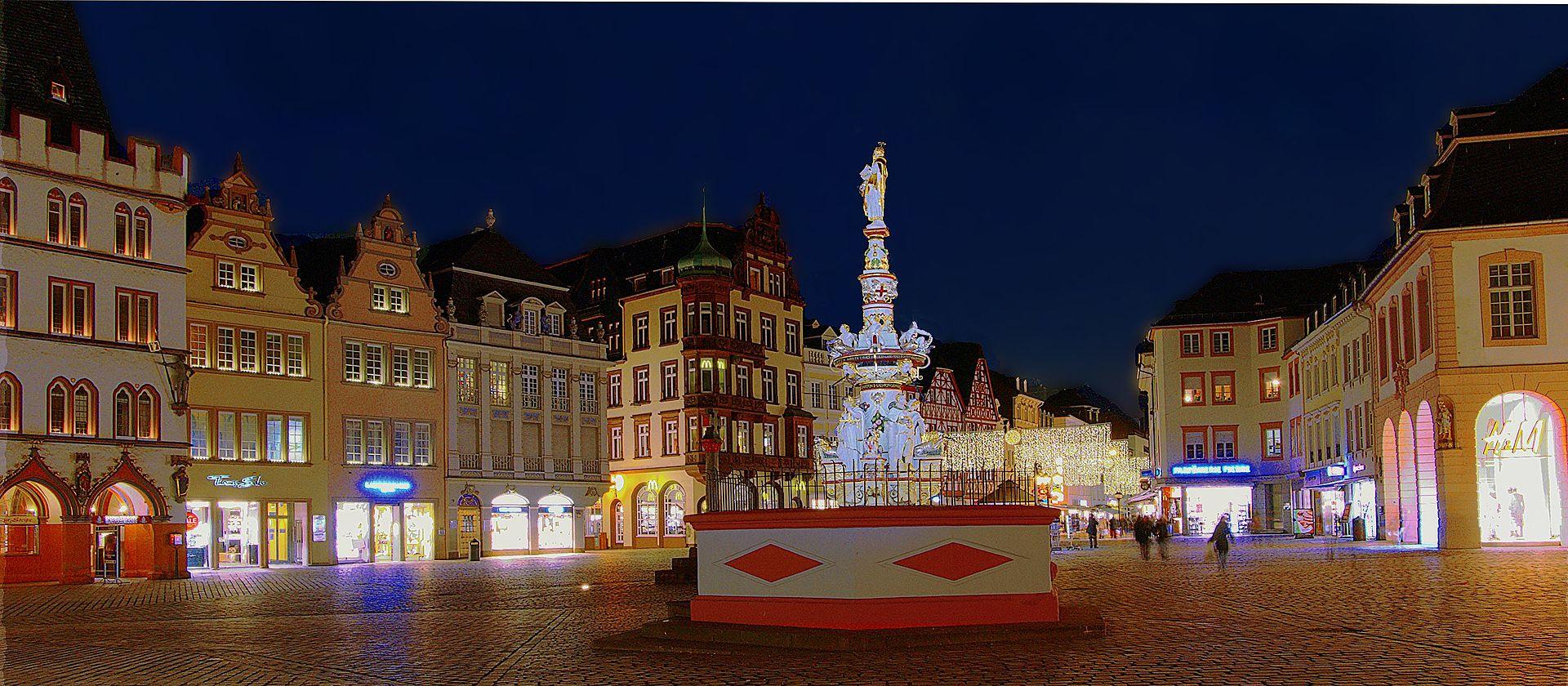 HauptmarktBlick Zur Porta.jpg