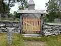Holdhus kirke og bautastein.jpg