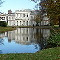 """House for retired nuns """"Insula Dei"""" (isle of God) at Arnhem with pond - panoramio.jpg"""